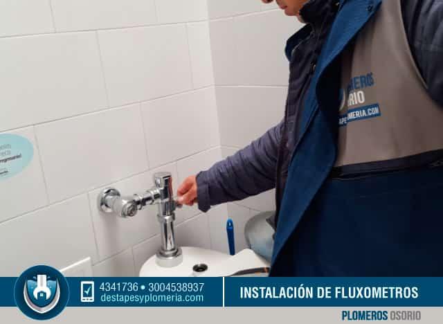 Instalacion y mantenimiento de gr fos o llaves de agua de for Fluxometro roca